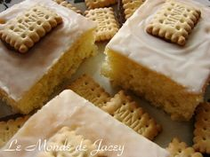 A nice and fresh sheet cake, which is also super easy to bake. Ingredients: 300 g flour 300 g sugar 150 ml cooking oil 150 ml apple spritzer 3 level teaspoons of baking powder 1 packet of lemon sugar or grated lemon peel 4 eggs 250 g powdered sugar … Healthy And Unhealthy Food, Home Bakery, No Bake Cake, New Recipes, Food Porn, Sweets, Baking, Desserts, Brownies