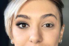 Quem tem olhos pequenos sofre e sempre quer uma dica para faze-los parecerem maiores. Quem tem olhos grandes quer fazer parecerem ainda maiores. Afinal, quem não quer olhos grandes e expressivos? Claro que quem tem olhos pequenos não precisa sofrer tanto. Às vezes assumir os olhinhos pode ser um ato de libertação e menos neura …