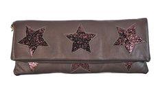 Pochette in pelle con 3 stelle glitter Thing 1, 3, Continental Wallet, Fashion, Moda, Fashion Styles, Fashion Illustrations