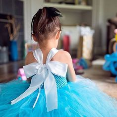 Opening presents. This bow! 🎀 #toocute #birthday #aliceinwonderland #adalynmakena #teaparty