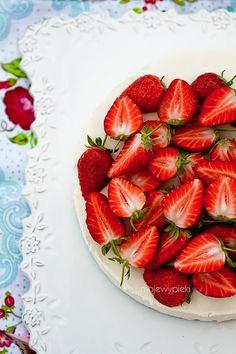 White Chocolate and Strawberry Cheesecake Recipe (no-bake, gluten-free, egg-free)