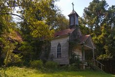 Don't know what or where it is, but it looks abandoned. Abandoned Churches, Old Churches, Abandoned Places, Abandoned Mansions, Haunted Places, Old Country Churches, Country Roads, Take Me To Church, Church Building