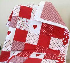 Baby Girl Patchwork Quilt vivero rojo ropa de por LittleCottonShop