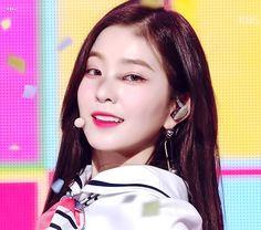 꿀벅지 뽐내는 요망한 아이린 Beautiful Inside And Out, You Are Beautiful, Beautiful Soul, Beautiful Women, Seulgi, Feminist Movement, Red Velvet Irene, Pretty And Cute, Girl Crushes
