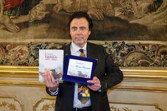 Massimo Paracchini nella Galleria del Tiepolo dopo la premiazione.