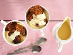 Pull the family out of the midweek doldrums with an after-supper treat. Try Joye Barnard of Vereeniging's mouthwatering malva pudding. Peppermint Crisp Tart, Malva Pudding, Salted Caramel Fudge, Salted Caramels, Dutch Oven Recipes, Cooking Recipes, South African Recipes, Spinach Stuffed Mushrooms, Big Meals