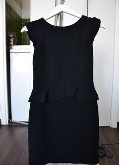 À vendre sur #vintedfrance ! http://www.vinted.fr/mode-femmes/petites-robes-noires/36881034-robe-sandro-noire