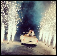 A getaway in a vintage car; perfect for a Great Gatsby wedding