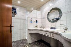 Badkamer Hoe pimpen we het lelijke badmeubel??? | Savelveld 33 ...