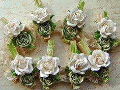 Prendedores decorados com flores!!! * Pregadores- Blog Pitacos e Achados - Acesse: https://pitacoseachados.wordpress.com – https://www.facebook.com/pitacoseachados – https://plus.google.com/+PitacosAchados-dicas-e-pitacos https://www.h2h.com.br/conselheirapitacosachados #pitacoseachados