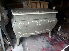 Annie Sloan, French Linen, Knobs and Knockers. McKinney. Tx