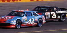 Richard Petty and Dale Earnhardt race each other at Phoenix in 1992. It marked the next-to-last race the two champions would compete against one another. Earnhardt finished 10th; Petty 22nd. (Smyle Media)