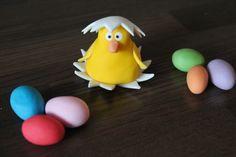 Pääsiäistipu ja -munat, sokerimassaa.