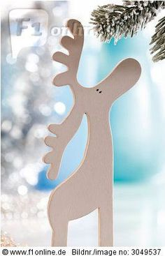 White wooden figure Moose – Christmas – Figurine # white - New Site Christmas Wood Crafts, Noel Christmas, Christmas Signs, Christmas Projects, Winter Christmas, Holiday Crafts, Christmas Decorations, Christmas Ornaments, Bolo Panda