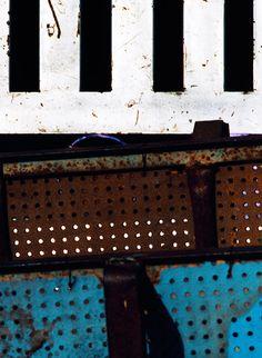 La galerie Louis Stern Fine Arts accueille jusqu'au 23 avril une exposition des photographies d'Olivier Dassault, intitulée 26 Works. Le titre de cette exposition reflète à la fois une renaissance artistique et le commencement d'une nouvelle oeuvre. Chiffre de Dieu, symbole d'éternité et de l'infini, le « 26 » prend tout son sens dans les travaux d'Olivier Dassault. Il fige l'image, lui révélant sa beauté brute qu'il transforme grâce aux jeux de la surimpression.