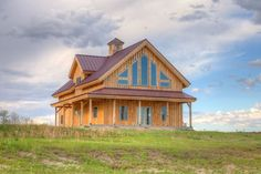 This lovely wooden farmstyle home sits in the Nebraksa Great Plains -- home of cattle ranching and dry farming. The 1400-square-foot fits in perfectly with the plains aesthetics. From the outside, eyes are immediately drwan to the stylistic glass...