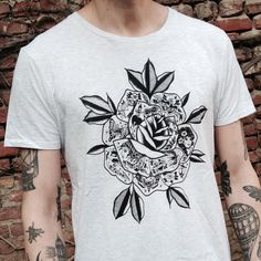 Special price for the tattooed rose shirt! Hurry up, it will be online while stocks last!
