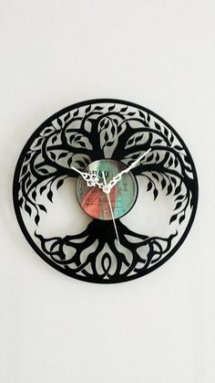 Vinyl Record Clock, Record Wall, Vinyl Records, Cd Project, Clock Craft, Record Crafts, Recycled Art, Vinyl Art, Batman