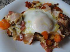 Huevos en sofrito de cebolla, zanahoria y bacon   Cocina