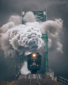 Model Railroading - The Mistakes You Need To Avoid - Model Train Buzz Train Tracks, Train Rides, Motor A Vapor, Old Steam Train, Choo Choo Train, Railroad Photography, Train Art, Photo D Art, Old Trains