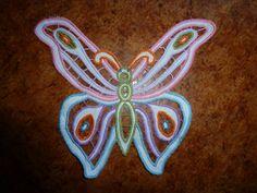 broderie richelieu superbe et unique papillon , réalisé entièrement à la main pour vos créations à poser , encadrer ou incruster