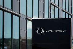 With the toleration of a threat to resign from the CEO, the management of Meyer Burger has overstepped the curve according to a legal opinion. A mutual agreement with the shareholder activists seems to be impossible, personal sacrifices are to be expected. Activists, Management, Battle, The Last Song, Figurine
