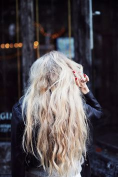 messy waves. I'm glad people think this is pretty. My hair ALWAYS looks like this!