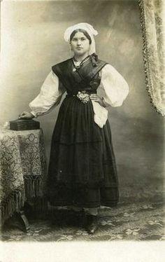 Exposición Vestidos de asturianos. El nacimiento del traje regional asturiano.
