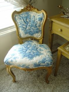 French blue and white toile chair. Pretty, but the gold doesn't work, in my opinion.I would like a distressed look better for th wood. French Decor, French Country Decorating, Country French, Modern Country, French Furniture, Painted Furniture, Furniture Legs, Home Interior, Interior Design