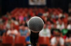 Need to give a speech, but have a terrible fear of public speaking? Read on for great tips on how to be a better public speaker. Public Speaking Activities, Public Speaking Tips, Analyse Swot, Troy Bolton, Leadership Activities, Leadership Lessons, Presentation Skills, Presentation Software, Keynote Speakers
