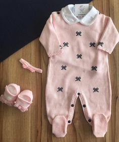 Trendy Baby Girl Clothes, Baby Clothes Shops, Baby Boy Outfits, Kids Outfits, Baby Dress Tutorials, Baby Girl Crochet Blanket, Baby Boy Pictures, Baby Girl Shoes, Baby Knitting