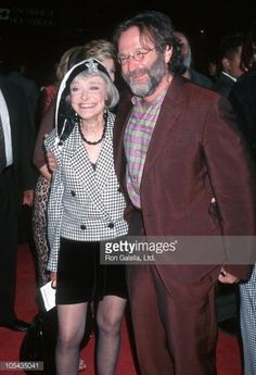News Photo : Robin Williams and mother during Premiere of...