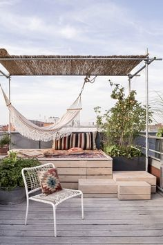 Ester Bruzkus' Berlin Apartment is an idiosyncratic home that encapsulates all the qualities of Ester's architecture and interior design . Rooftop Terrace Design, Rooftop Patio, Balcony Design, Deck Design, Rooftop Gardens, Terrace Garden Design, Home Garden Design, Outdoor Spaces, Outdoor Living