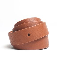 Everlane's slim line belt is brilliant, definitely click to see how it works.