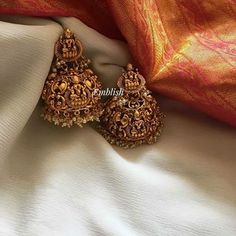 Principles of Jewelry Design - Rings and Earrings Indian Jewelry Earrings, Gold Jhumka Earrings, Gold Earrings Designs, Indian Wedding Jewelry, Antique Earrings, Bridal Jewelry, Indian Bridal, Gold Necklace, Gold Temple Jewellery