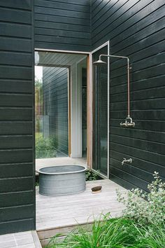 Sorrento Beach House by Shareen Joel Design, outdoor shower, black, exterior Outdoor Baths, Outdoor Bathrooms, Outdoor Rooms, Outdoor Gardens, Outdoor Living, Outdoor Showers, Outdoor Tub, Rustic Outdoor, Outdoor Kitchens