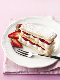 Epres mille feuille - leveles tészta Food Photography, Sandwiches, Food Porn, Bread, Pastries, Breakfast, Desserts, Recipes, Drinks