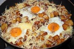 Baked potatoes with bacon and eggs Vegetarian Recipes, Cooking Recipes, Healthy Recipes, Good Food, Yummy Food, Bacon, Camping Meals, Potato Recipes, Foodies