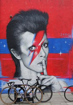 David Bowie mural by French street artist Zabou, overlooking Broadway Market in Hackney, east London Graffiti Art, Urban Graffiti, Murals Street Art, Mural Art, Banksy, Artistic Photography, Street Photography, Pop Art, London Art
