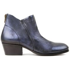 This directional ankle boot is crafted in a premium leather. Handcrafted, it has an opulent metallic blue finish. Sat on a slight heel and styled with contrasting brass back zip, this style is perfect to pair with both jeans and dresses.