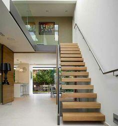 Interior rumah minimalis 2 lantai dengan tema sederhana dan lengang
