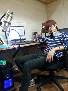 Jinyoung-ssi, working hard or hardly working?