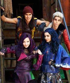 Descendants Pictures, Descendants Characters, Disney Channel Movies, Disney Channel Descendants, Disney Descendants 3, Descendants Cast, Stefan Raab, Dove Cameron Descendants, Mal And Evie