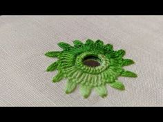 Hand Embroidery Patterns Flowers, Chain Stitch Embroidery, Border Embroidery Designs, Hand Embroidery Videos, Embroidery Stitches Tutorial, Hand Work Embroidery, Hand Embroidery Stitches, Folk Embroidery, Indian Embroidery