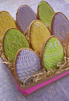 Easter's decorated biscuits - www. Thumbprint Cookies Recipe, No Egg Cookies, Royal Icing Cookies, Cupcake Cookies, Yummy Easter Recipes, Biscuits, Oatmeal Cookie Recipes, Coloring Easter Eggs, Easter Dinner