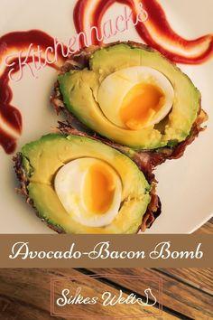 Das ist genau richtig für alle Avocadofans. Von außen siehst Du nur knusprigen Bacon und wenn Du sie aufschneidest, dann hast du ein Kern mit einem wachsweichem Ei. Ist das nicht klasse? Wie das genau funktioniert verrate ich in meinem Rezept. Schau es Dir an. #silkeswelt #avocado #avocadobomb