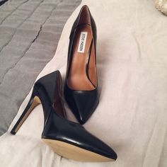 NEW Steve Madden pumps BRAND NEW, black leather Steve Madden pumps, run as a 9/9.5, too big for me sadly:( Steve Madden Shoes Heels