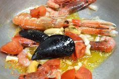 sugo di mare #ricettedisardegna #sardegna #sardinia #food #recipe Italian Cooking, Italian Recipes, Fish Recipes, Great Recipes, Calamari, Scampi, Food Lists, Fish And Seafood, Risotto