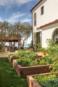 Newport Coast Santa Barbara Style Garden by Oatman Architects Dream Home Design, My Dream Home, Future House, Santa Barbara House, Spanish Style Homes, Mission Style Homes, Spanish House Design, Spanish Revival Home, Spanish Colonial