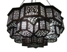 (http://www.ekenoz.com/moroccan-lighting/moroccan-chandeliers/moroccan-chandelier-lantern-1/)